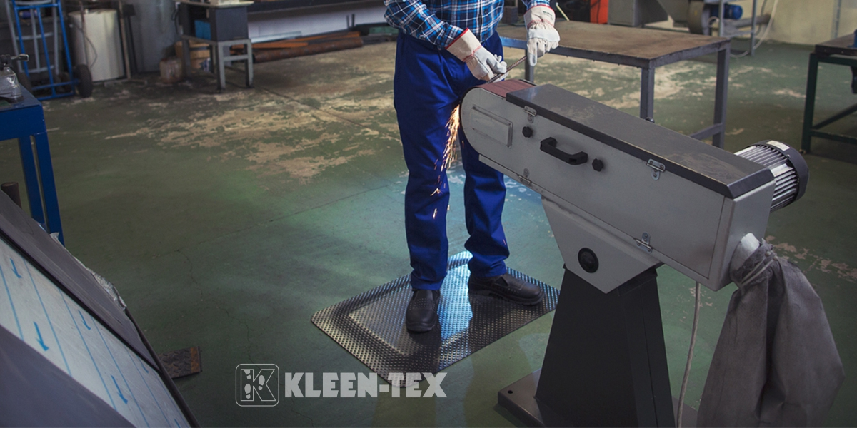 Kleen-Komfort Standard rubber mat in front of machine