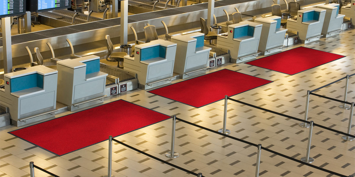 Monotone mat in front of airport counters